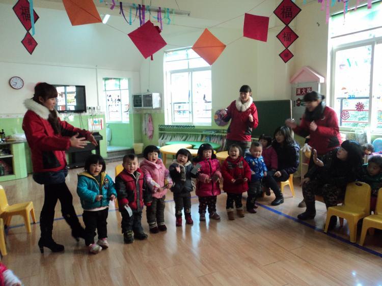 迎新年亲子活动图-定远县粮食局幼儿园