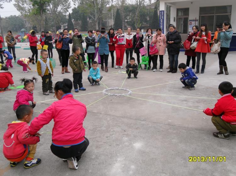 >> 文章内容 >> 幼儿园户外体育游戏的组织与探索  幼儿园户外活动