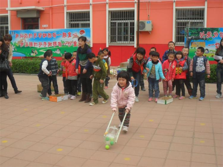 """实验幼儿园成功开展""""一物多玩""""户外游戏观摩活动"""