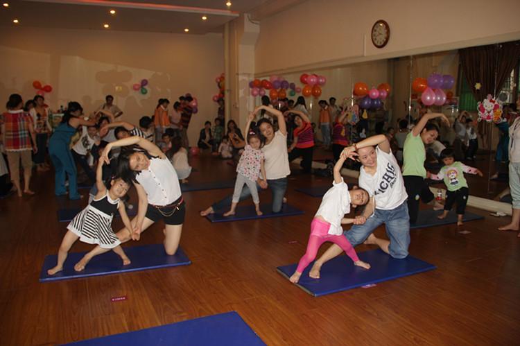 亲子瑜伽,让生活更加健康-泸州天立学校附属幼儿园