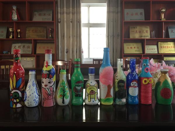 """建华幼儿园""""巧思""""手工坊开展瓶子创意绘画活动"""