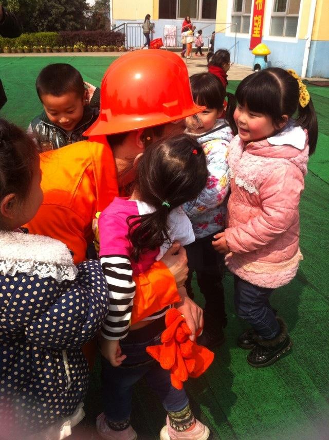 最可爱的人---消防员叔叔-岳麓教育集团第五幼儿园