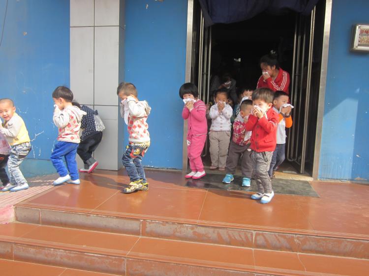 太原市风帆幼儿园开展消防逃生演练活动
