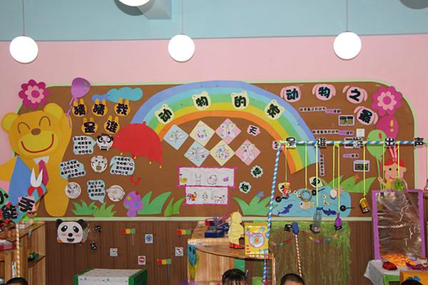 """顺庆实验幼儿园小三班教师根据主题活动""""动物的家""""发动家长,孩子,教师"""