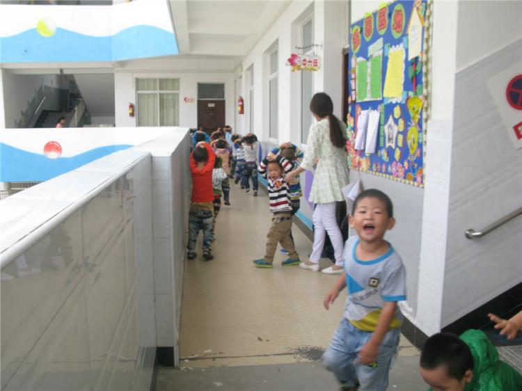 幼儿园教室墙角花边图片