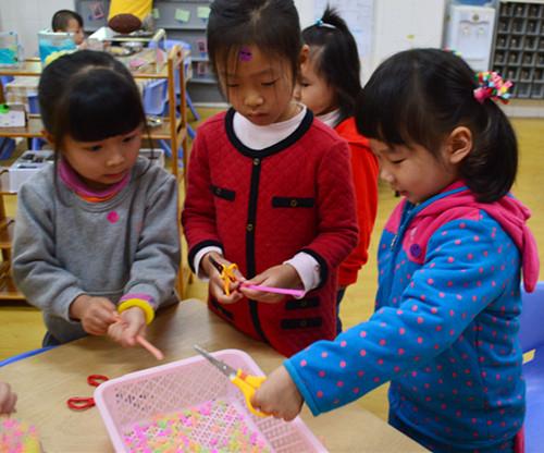 幼儿园小班手工制作的项链