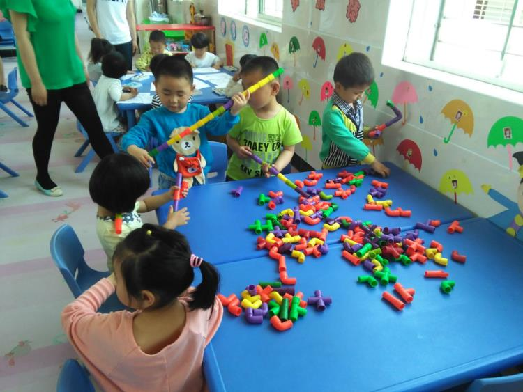 幼儿园区域活动材料的选择图片