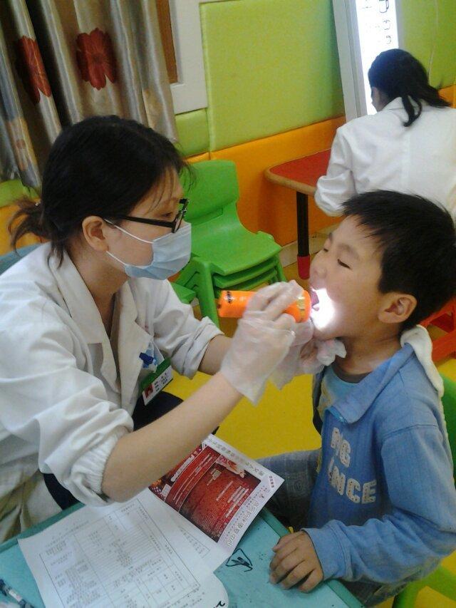 4岁半小女孩,幼儿园体检发现有散光和远视;眼科医院说