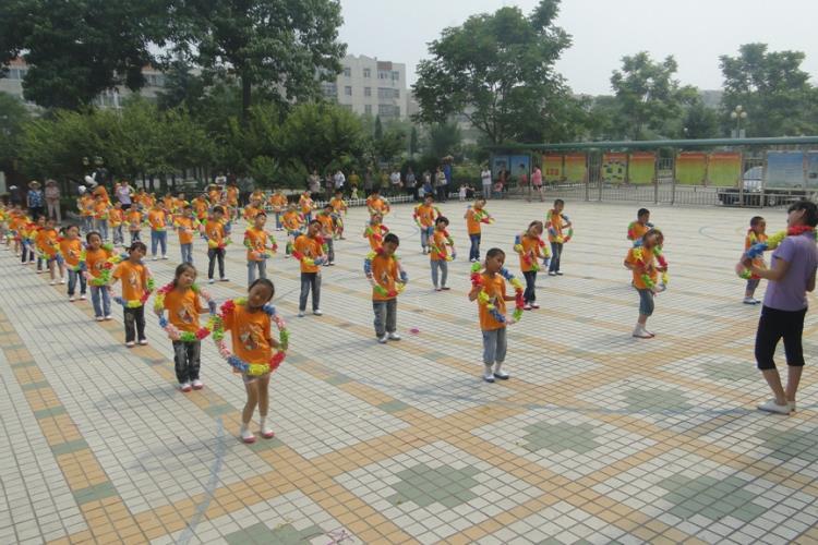 河西小学幼儿园2014六一系列活动——快乐体操展示