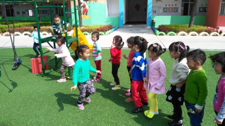 qq门户网站_让孩子在活动中学会排队轮流玩-湖北省麻城市幼儿园